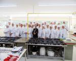 Primeiras aulas práticas do curso de Gastronomia em novo laboratório